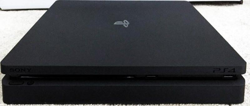Des images de la nouvelle console PS4 Slim
